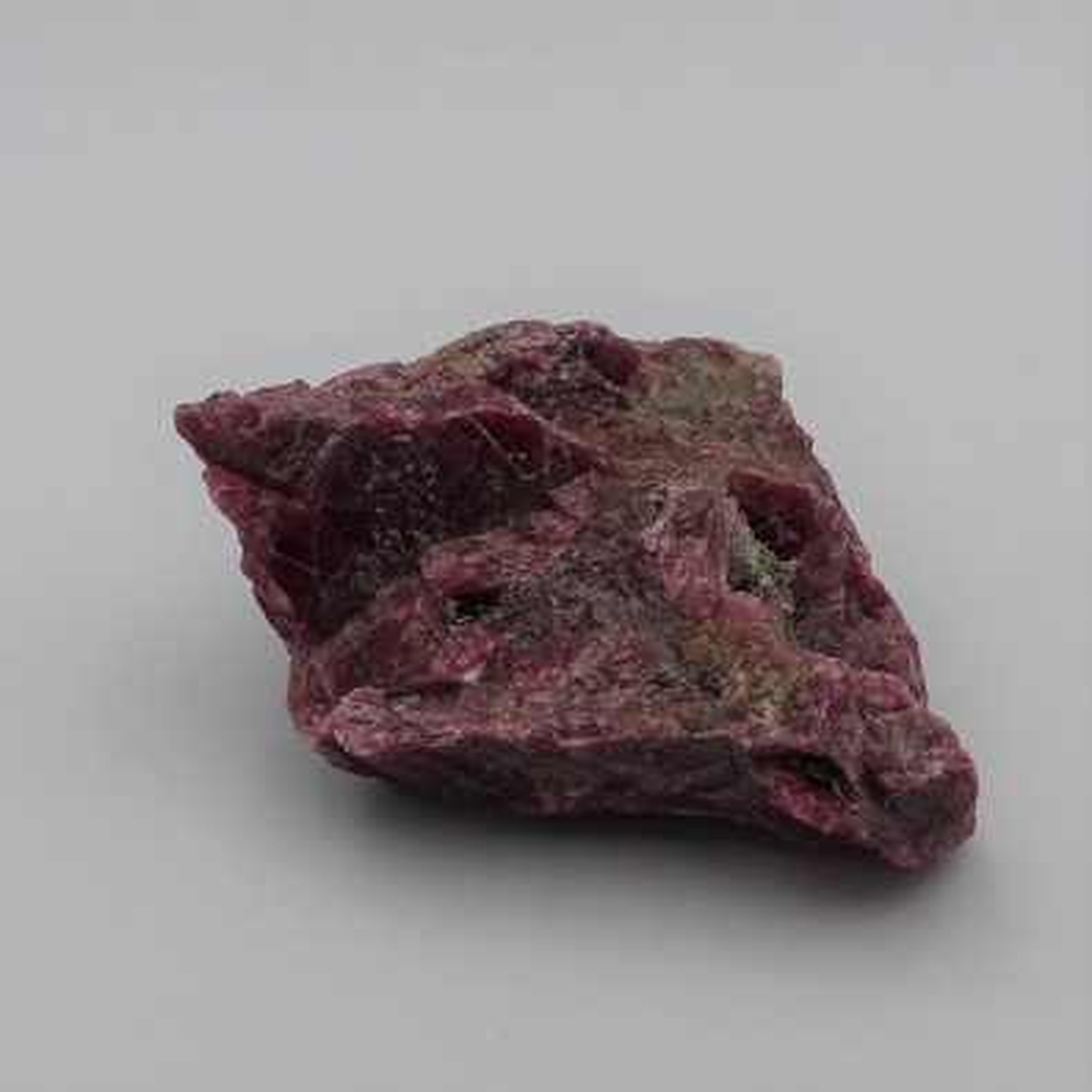 Rhodonite 105,9g raw mineral Brazil