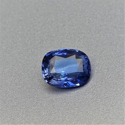 Sapphire blue 2,11 ct Sri Lanka CGL (Ceylon Gem Lab) member of the GIA certificate