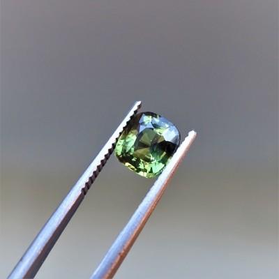 Alexandrit - 1,6 ct. Alexandrit patří mezi nejcennější drahokamy a je nejvzácnější varietou minerálu chryzoberylu.