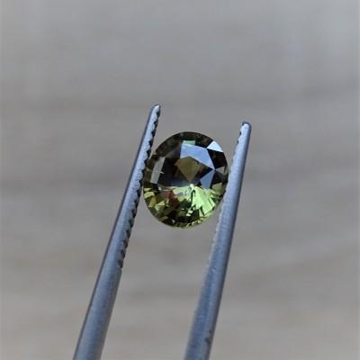 Alexandrit - 1,40 ct. Alexandrit patří mezi nejcennější drahokamy a je nejvzácnější varietou minerálu chryzoberylu..