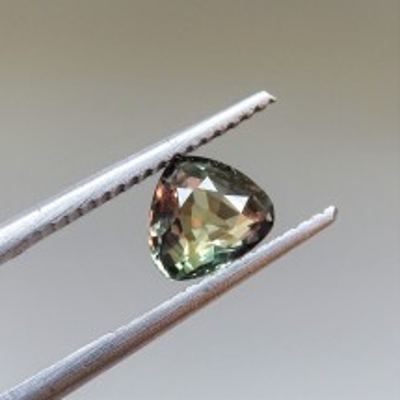 Alexandrit - 1,02 ct. Alexandrit patří mezi nejcennější drahokamy a je nejvzácnější varietou minerálu chryzoberylu.