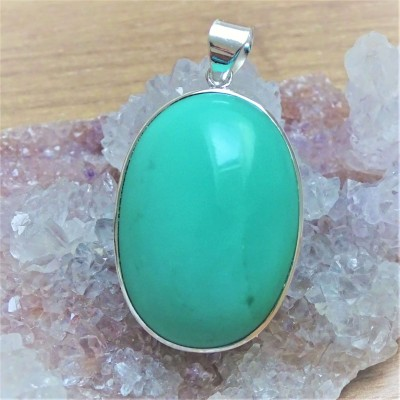 Beautiful handmade pendant with brigh green chrysoprase, top quality